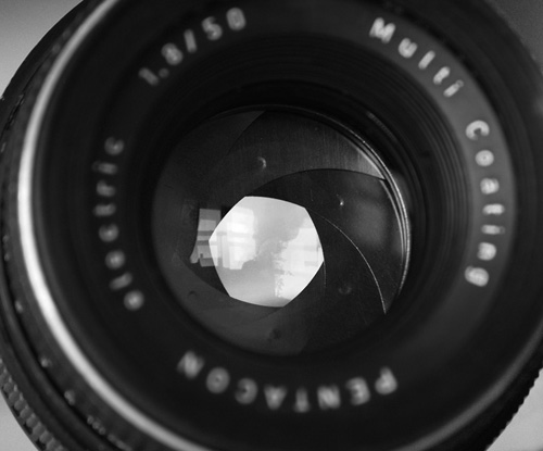 Что представляет собой затвор фотоаппарата?