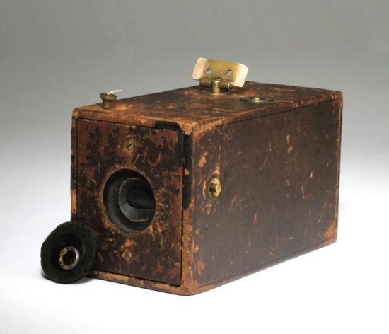 Изобретение фотоплёнки - начало массовой любительской фотографии