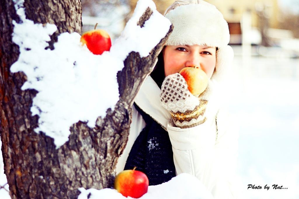 Яблоки на снегу фотоальбом фото